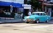 Taxi azul en la Habana.
