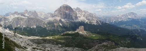 Obraz na plátně  Włochy, Dolomity - górskie widoki w okolicach masywu Nuvolau
