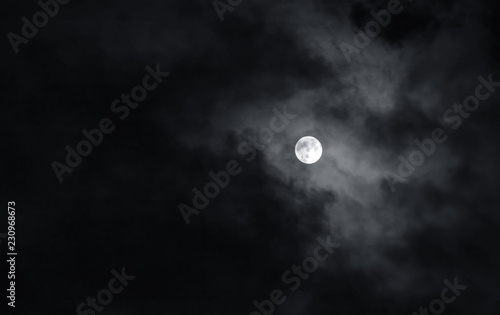 Obraz Full moon with dark clouds in the night sky - fototapety do salonu
