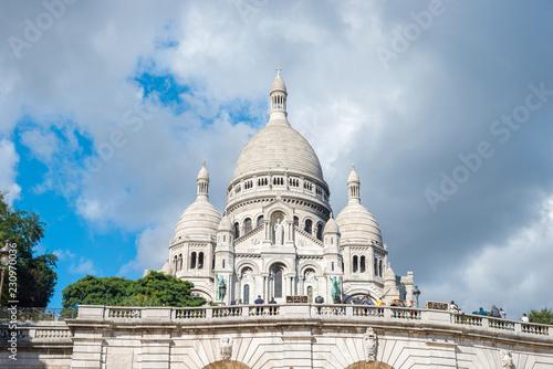 Foto op Aluminium Historisch geb. Basilica of the Sacred Heart of Paris or Basilica Coeur Sacre on Montmartre in Paris