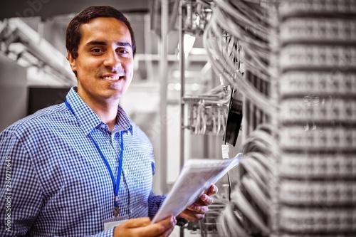 Cuadros en Lienzo Portrait of technician analyzing server