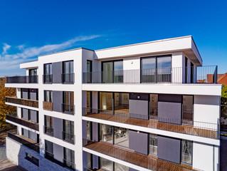 modernes, neugebautes Mehrfamilienhaus