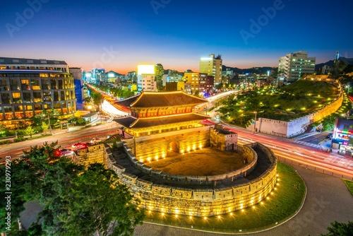 Photo  Night view at dongdaemun gate at seoul south Korea