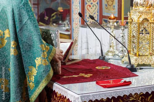 Fényképezés Orthodox priest holding the Bible during service