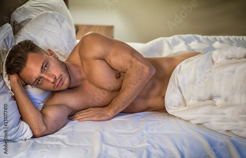 Photographie  Shirtless sexy male model lying alone on his bed