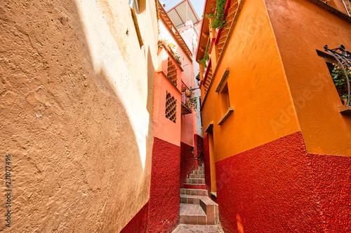 Obraz na plátně Guanajuato, famous Alley of the Kiss (Callejon del Beso)
