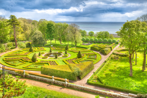 Poster de jardin Con. Antique Top of labyrinth garden in Dunrobin Castle of Scotland, United Kingdom. Dunrobin gardens have beautiful fountains, and labyrinth hedges. Scottish Highlands, Scotland, UK. Beautiful aerial view.