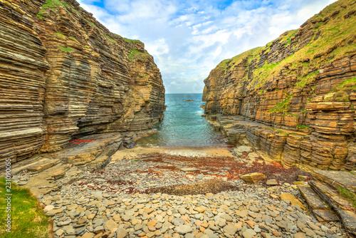 Photo bay beach of the Castle Sinclair Girnigoe from Sinclair's Bay