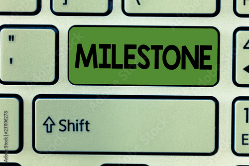 Foto  Conceptual hand writing showing Milestone