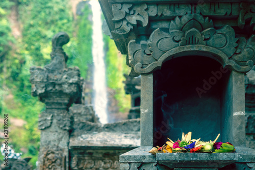 Foto op Aluminium Bali Fresh flowers and incense stick in weaved baskets for daily offerings and devotion to Hindu god for blessing and protecting people in Bali, Indonesia.