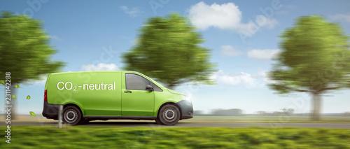 Co2 neutrale Lieferung mit grünem Transporter als Panorama
