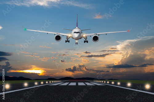 Poster Avion à Moteur Airplane landing in the evening with beautiful sunset background