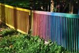 Kolorowe ogrodzenie