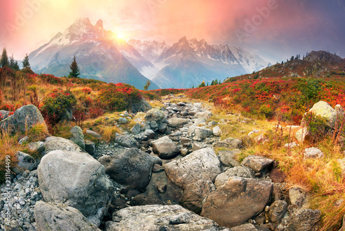 Foto auf Leinwand Gebirge Red autumn Chamonix in the Alps