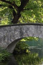 Brücke Aus Stein In Einem Park In Ulm