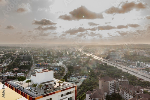 Photo High view point of hazy and smog cityscape of Accra, Ghana