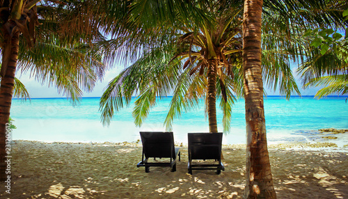 Spoed Foto op Canvas Asia land Traumstrand auf den Malediven - Dream beach on the Maledives