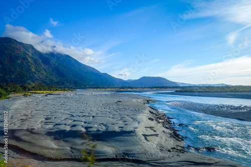 Foto op Aluminium Oceanië River in New Zealand mountains
