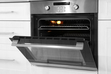 Open Modern Oven Built In Kitc...