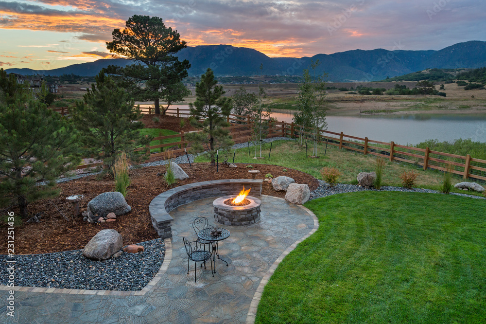Fototapety, obrazy: Amazing Backyard with Fire Pit