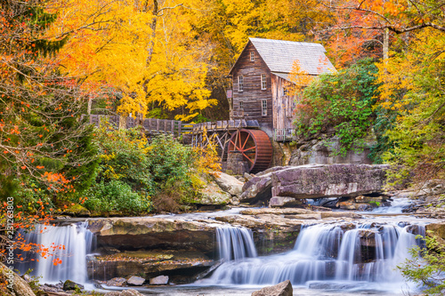 Photo Glade Creek Gristmill, West Virginia, USA  in Autumn