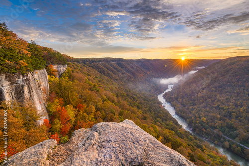 Photo New River Gorge, West Virgnia, USA autumn morning lanscape at the Endless Wall