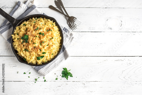 Staande foto Brood Mac and cheese baked pasta