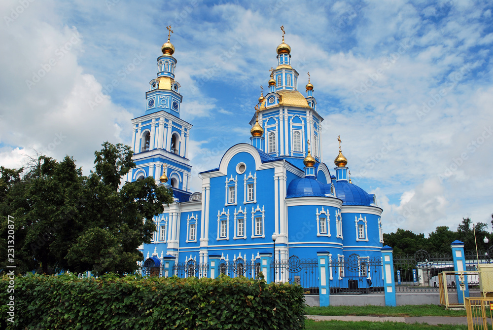 Fototapety, obrazy: The Savior Ascension Cathedral in Ulyanovsk, Russia