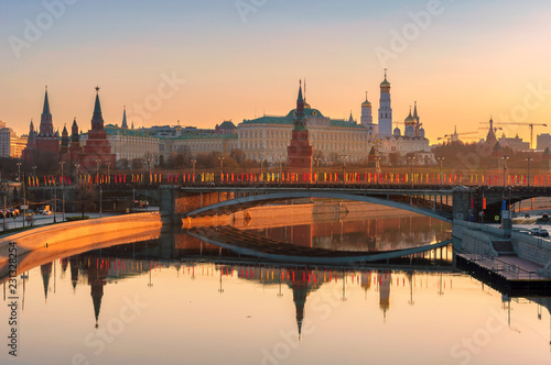 Spoed Foto op Canvas Aziatische Plekken Moscow skyline at sunrise with Kremlin reflection on Moscow river. Kremlin with Kremlin Wall and towers. Moscow Russia.