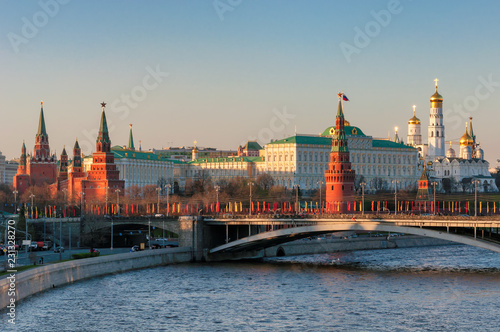 Spoed Foto op Canvas Aziatische Plekken Moscow Kremlin at sunset with Moscow river, Kremlin Wall, towers and Grand Kremlin Palace. Moscow Russia.