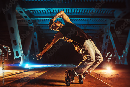 Young man break dancer Fotobehang