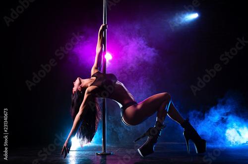 Obraz Pole dance woman - fototapety do salonu