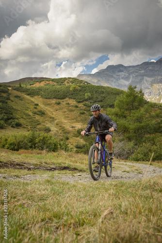 Deurstickers Fietsen Biker in the mountain