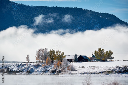 Staande foto Verenigde Staten Winter landscape with Wolford Mountain Reservoir