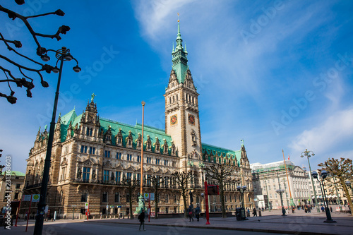 Fotomural Hamburg City Hall building located in the Altstadt quarter in the city center at