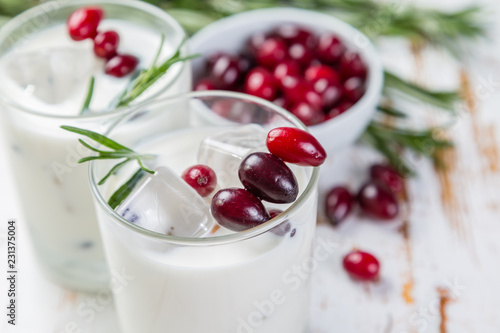 Foto op Plexiglas Cocktail White christmas margarita punch with rosemary on wood background