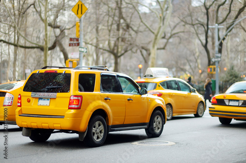 Fotografie, Obraz Yellow taxi cabs and people rushing on busy streets of downtown Manhattan