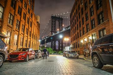 夜のマンハッタンブリッジ