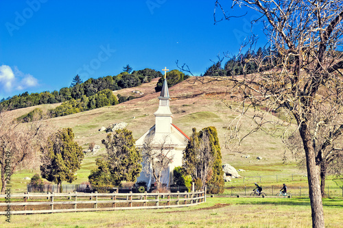Fotografía  Church in the small rural town of Nicasio, CA.(USA)
