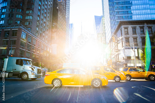 Keuken foto achterwand New York TAXI Yellow Taxi Cabs in New York city with bright sun shining