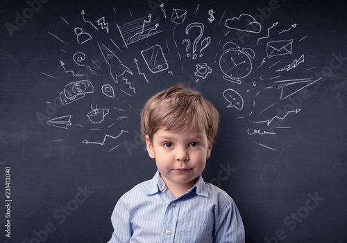 Foto op Plexiglas Hoogte schaal Smart little kid in front of a drawn up blackboard ruminate