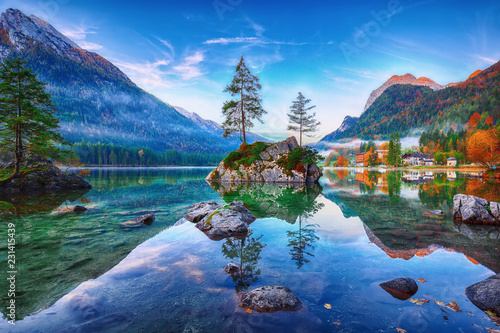 Foto auf AluDibond Landschaft Fantastic autumn sunrise of Hintersee lake. Classic postcard view of Hintersee