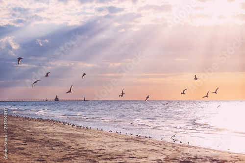 Beach background, rays of sunlight at sunset, Lake Michigan Canvas-taulu