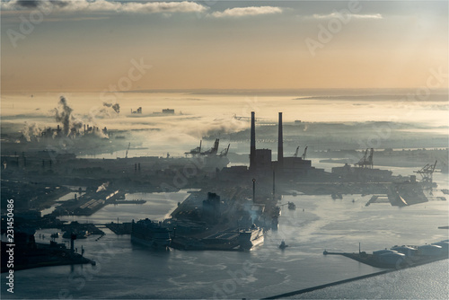 Poster Poort vue aérienne du port du Havre en Seine Maritime en France dans la brume