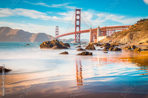 Staande foto Amerikaanse Plekken Golden Gate Bridge at sunset, San Francisco, California, USA