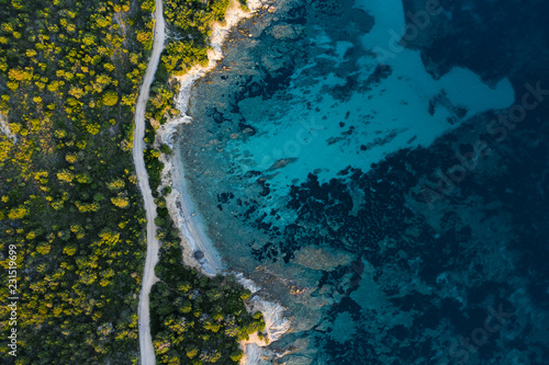 Photo  Aerial view of an amazing rocky and green coast bathed by a transparent and turquoise sea