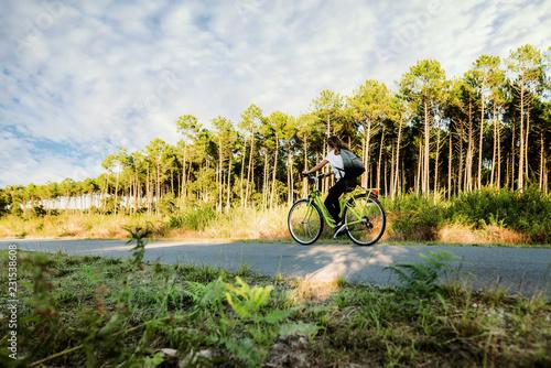 Obraz na plátně promenade à vélo dans les landes