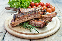 Round Chopping Board With Grilled Pork Ribs