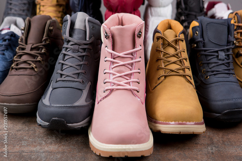 Fotografía  Lots of autumn or winter nubuck leather boots, concept shoes