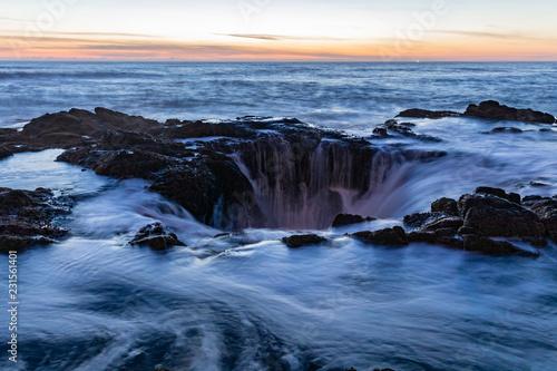 Photo  Sunset over Thor's Well sunset, a natural sinkhole at Cape Perpetua, Oregon Coast